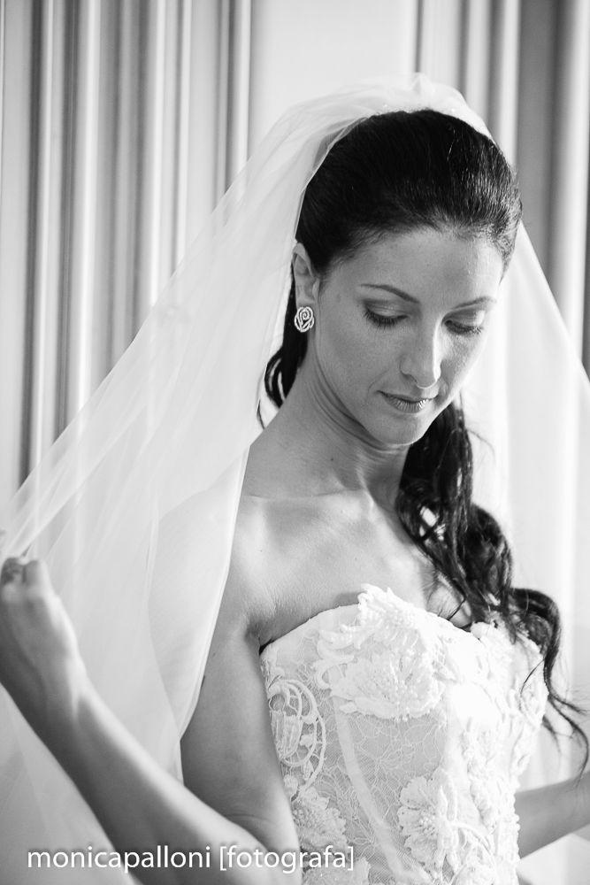 Foto Monica Palloni #dress #love  #abitodasposa #blackandwhite #biancoenero #marriage #wedding #matrimonio #photo #foto #photographer #reportagedamatrimonio #monicapalloni #monicapallonifotografa #fotografa #photographer