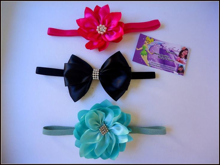 Faixa de elastico com flores e laços de cetim Mãos de Fada Artesanato
