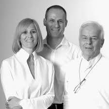 Bartoli Design – группа, состоящая из Карло, Паоло и Анны Бартоли, продолжает традицию дизайна и проектной культуры, начало которой положил Карло Бартоли в 1960 г. и которая нашла свое воплощение в сотрудничестве с предприятиями -лидерами мебельной отрасли, среди которых компании Arflex, Arketipo, Bonaldo, Confalonieri, Colombo Design, Fiam, International Office Concept, Jesse, Kartell, Kristalia, Laurameroni Design Collection, Lualdi Porte, Matteograssi, Move, Nodus, Rossi di Albizzate…