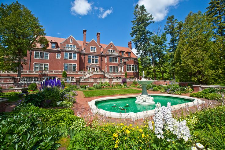 This was so fun! Should take E back around Christmas. Tour the historic Glensheen Mansion in Duluth, MN #OnlyinMN