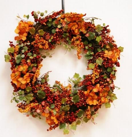 Fall home decor: wreath on door from natural materials   ideas for interior