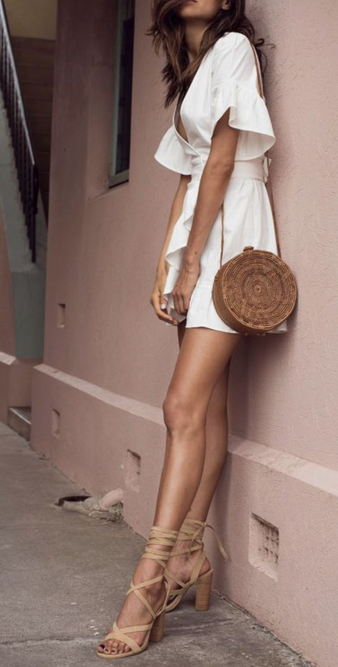 Beautiful white dress with ruffle sleeves   round straw shoulder bag and sandals. Perfect outfit for daytime and nighttime. Get inspired and share :) -> SALE bis 70% auf Fashion -> klicken