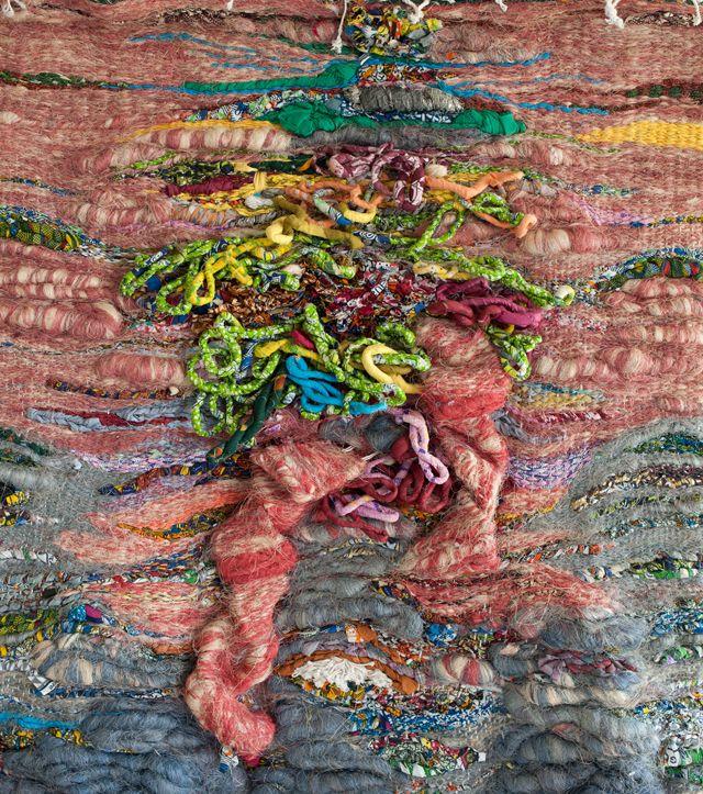 """Placido Guimaraes (1951 - Gwinea Równikowa) """"Instalacja Textile '125 x 140cm recyklingu tekstyliów i znaleźć materiały."""
