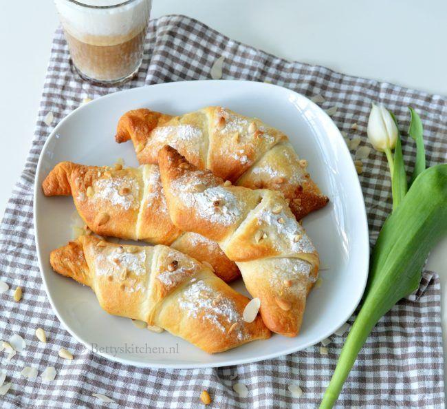 recept gevulde croissants met amandel italiaans ontbijt croissant bettys kitche