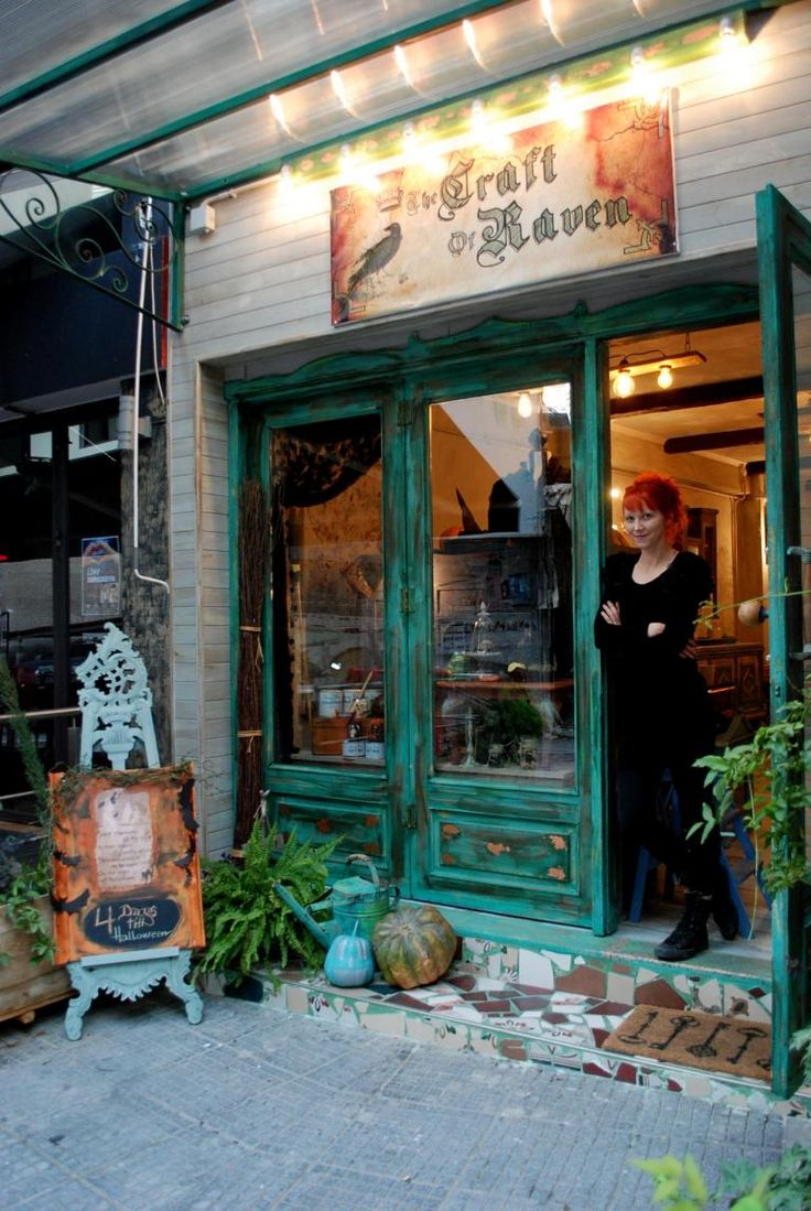 Here is Zoe in the doorway of her shop,  The Craft of Raven is in Katerini and her shop style is vintage, French country, industrial and Victorian.    Η Ζωή σας περιμένει στην Κατερίνη έξω απ το μαγαζί της και το στυλ του μαγαζιού της κινείται ανάμεσα στο Industrial και την βικτωριανή εποχή .