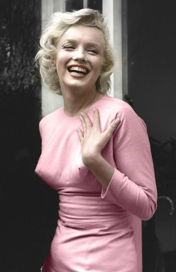 Marilyn Monroe Living Room Decor: Marilyn MAKE SURES SHE IS STILL NOT CREATING, MAKING