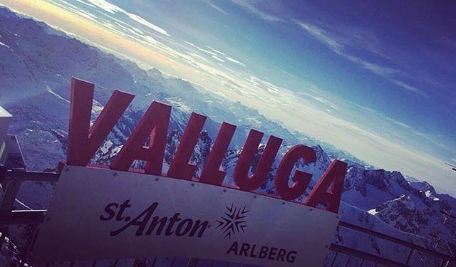 Stunning views across the mountains from St Anton, snapped by one of our Amalien Haus chalet staff, Georgia. #flexiski #ski #skiing #snow #valluga #stanton #austria #stantonamarlberg #arlberg #europe #alps #travel #traveling #travelgram #instatravel #winter #skiholiday #skitrip #skiweekend #view #beautiful #scenery