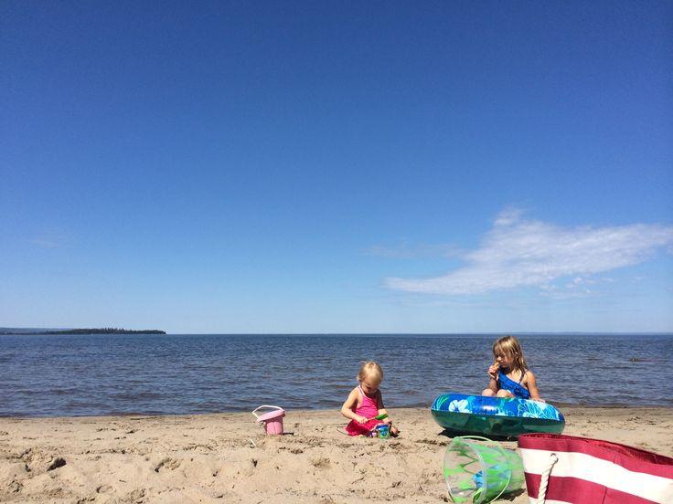 Top Ten Family-Friendly Beaches + Water Destinations in Alberta #yeg #ExploreAlberta | frugaledmontonmama.com