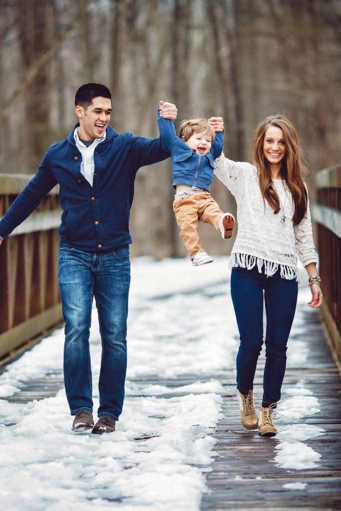 Der einjährige Sohn des Paares half Papa auf die …