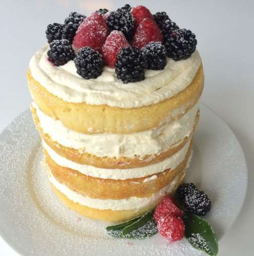 Naked cake met mascarpone en rood fruit