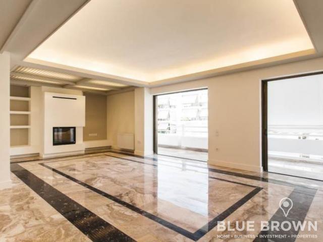 Νέα Σμύρνη, οροφοδιαμέρισμα 129 τ.μ., 4ου ορόφου, πλήρως και πολυτελώς ανακαινισμένο τον 08/2017, ιδιαίτερα φωτεινό και  διαμπερές με μεγάλο σαλόνι με ενεργειακό τζάκι σε minimal σχεδιασμό και γυψοσανίδες με κρυφό φωτισμό...