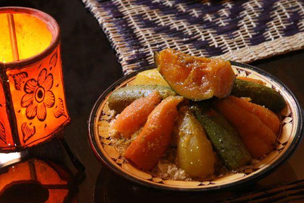 Ons recept van de dag: Couscous met 7 groenten. Op Bladna.nl kan je uiteraard nog veel meer leuke Marokkaanse recepten vinden.