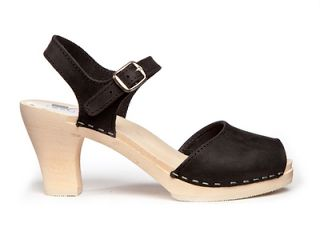Black clogs... Nice!