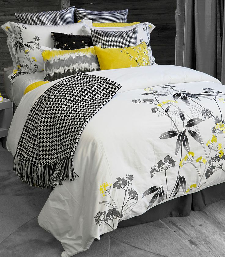 Delicate and intricately sewn mimosa blooms with black stenciled leaves perfectly balances sophistication with soft femininity. Tiana's telegraphs unfussy luxury with a light touch! 100% cotton. Embroidery.