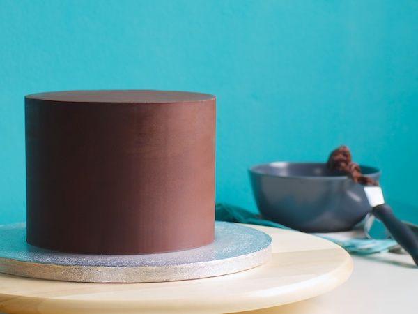 Cómo cubrir una Torta o Pastel con Ganache!.... susanitascake.blogspot.com #ganache #tortas #tarta #pastel #decoracion #blog #susanitascakes #talentovenezolano