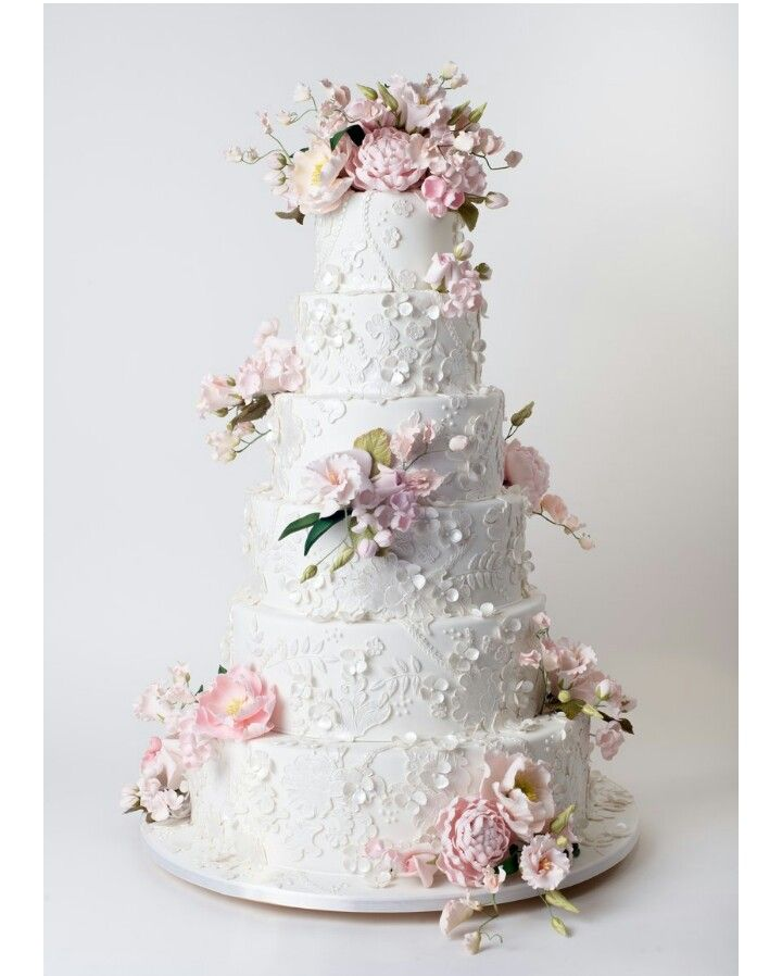 lace, flowers, sugarpaste florals, gorgeous wedding cake