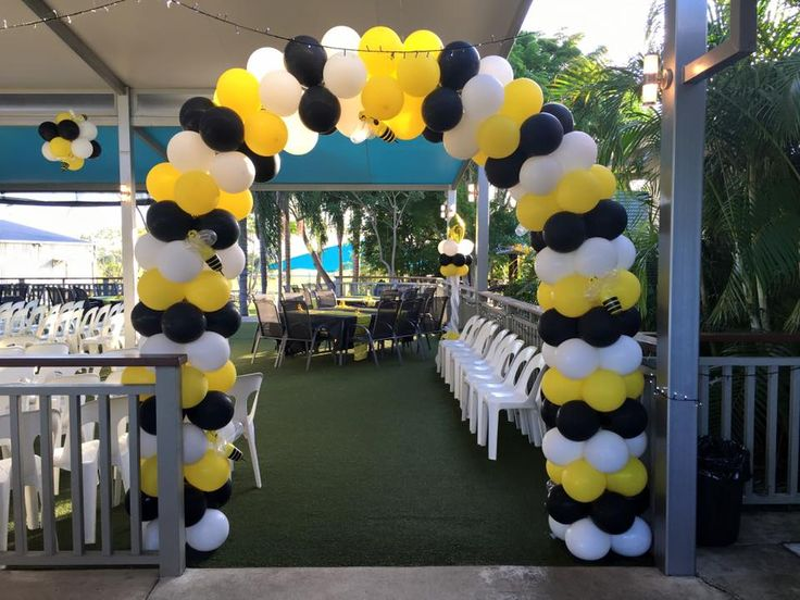 Hi guys, Super big 2 days for us with end of the year awards night balloon Decorating. Had a great afternoon decorating for the Scenic Rim Cheerleading and Dance. Awards night at theVeresdale Hotel. Balloon arch, Balloon Columns and Balloon topiaries in the Bumble bee colours yellow, black and white because the