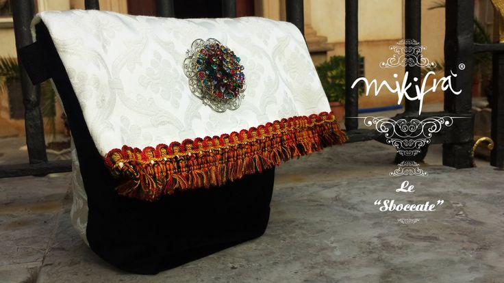 Bag, Le Sboccate di Mikifrà. Perpetua: Bag in velluto nero e damasco bianco con passamaneria a frange siciliane e gioiello centrale con pietre multicolore