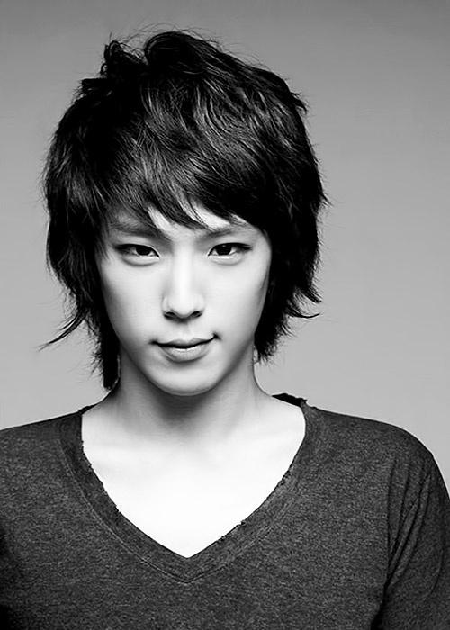 He's so handsome >3