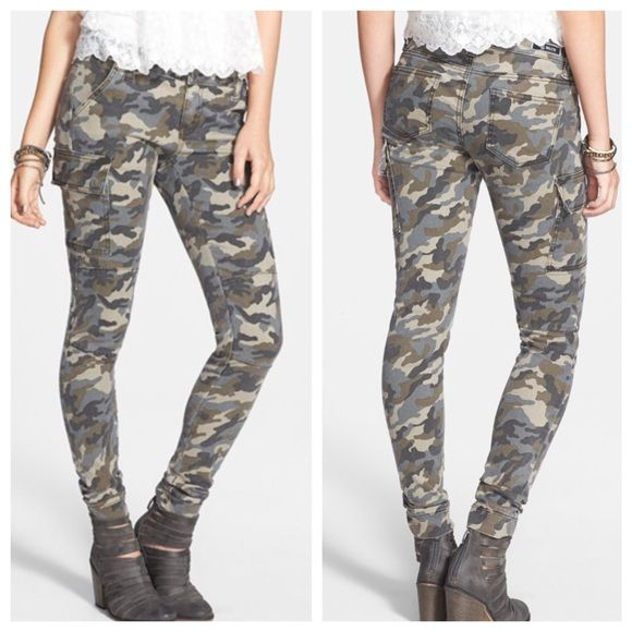 STS Blue Nordstrom Camo Skinny Pants Worn twice camo skinny pants from Nordstrom! Size 1, functional front and back pockets and side pockets have (hidden) snap closure. Pants Skinny