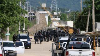 Mexico violence: 28 dead in prison fight in Acapulco