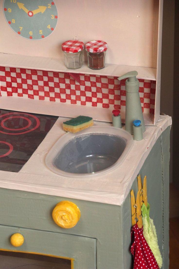 Cuisine en Carton pour enfants - Cardboard children Kitchen