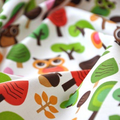 Tkanina bawełniana sówki w lesie