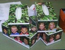 Plak foto's van een aantal kinderen rondom de tissuedozen en biedt dit aan de leerkracht die afscheid neemt aan. Is er in ieder geval voor elke traan die bij het afscheid wordt vergoten wel een zakdoek voorhanden.