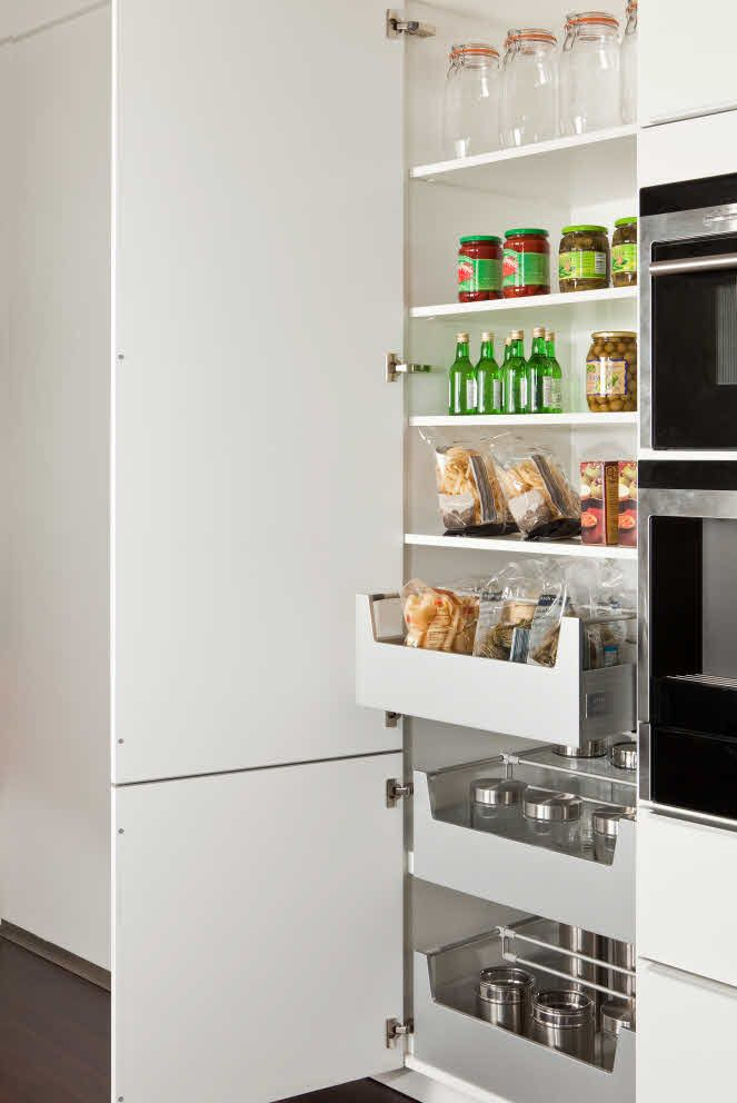 Poggenpohl - Cabinet Interior - Internal Organization with Pull Outs