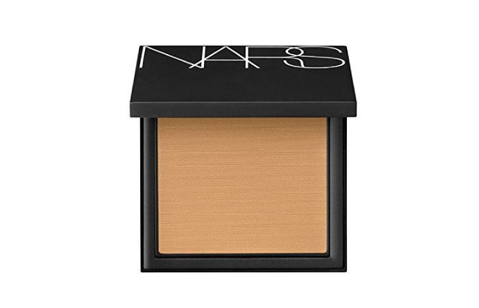 Is anyone today who can do without a compact? For all those of us who love and need it, here is a list of the best compact powder for dry skin.