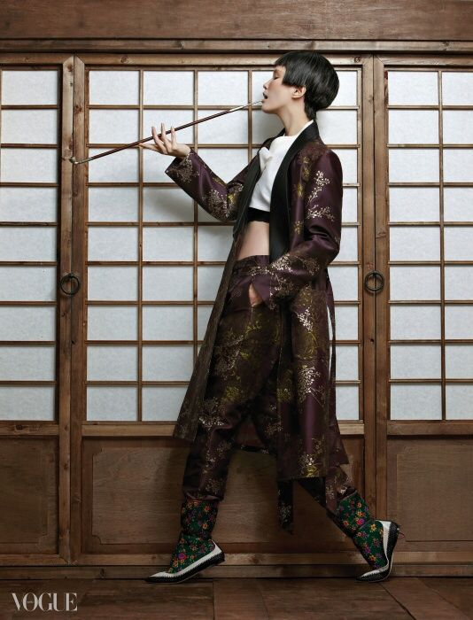I'm not a smoker, but that does look effortlessly cool. That and outfit that is ;) - Vogue Korea