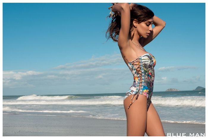 O desfile deste ano da grife de beachwear Blue Man, deu o que falar, pois trouxe a transsexual Lea T. para desfilar na passarela de moda brasileira.