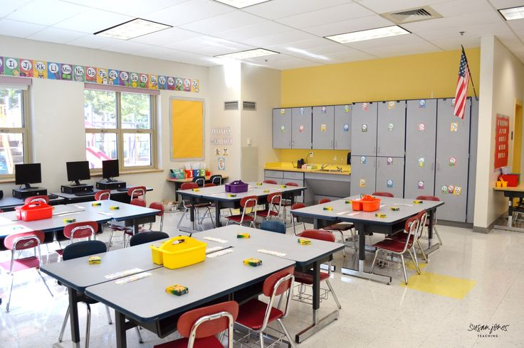Take a look at this first grade classroom with pictures of the set up and organization for the beginning of the year! This classroom is huge!