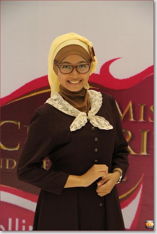 Rosdiana Amalia (10 besar finalis Micel 2012)