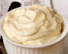 Recette mayonnaise mousseline150 g de fromage blanc maigre 2 œufs 1 cuillére à soupe de moutarde 1 cuillére à soupe de vinaigre 1 échalote hachée sel poivre persil haché