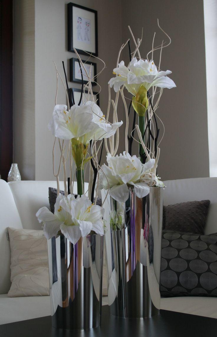 Amarylisy ve stříbře Moderní celoroční dekorace vestříbrných vázáchs nádhernýmikvětyamarylisu, hortenzií, ratanovými koulemiasušinou, které dokonale doladí Váš interiér :-) Rozměry dekorací: větší - výška dekorace cca88 cm, šířka25 cm. menší - výška dekorace cca77 cm, šířka20 cm. Při koupi jednotlivých kusů (nutno kontaktovat před ...