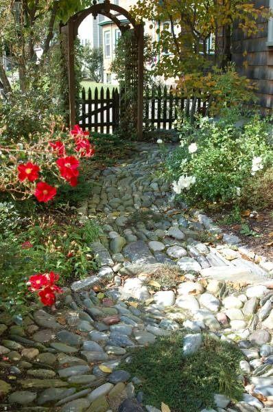 Stone pathGardens Stones, Gardens Paths, Stones Pathways, Cobblestone Walkways, Stones Paths, Gardens Gates, Rocks Pathways, Fence Design, Gardens Pathways