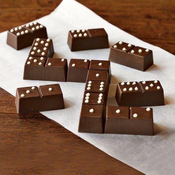 Caramelos con chocolate en forma de domino.