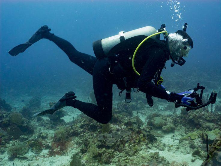 Techniques for kicking, scuba diving