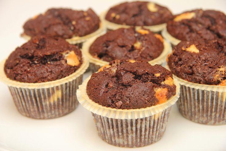 Przepis na muffinki czekoladowe: Ten przepis znalazłem na pewnej czeskojęzycznej stronie i troszkę go rozwinąłem. Z jednej porcji ciasta wychodzi mi 20 mniejszych lub 12 większych muffinek. Przepis na ekstra czekoladowe muffinki! ;)
