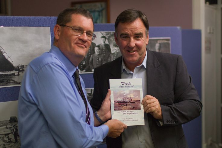 Gosford City Mayor Lawrie McKinna with Wreck of the Maitland author Geoffrey Potter - Photo credit Dylan Fogarty-MacDonald.