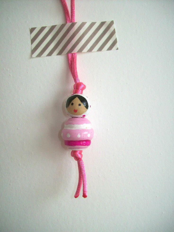 puce d 39 amour en bois peinte la main poup e russe rose et blanc accessoires coiffure par. Black Bedroom Furniture Sets. Home Design Ideas