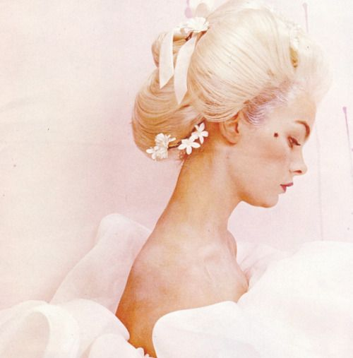 Jean Shrimpton by Cecil Beaton, Vogue June 1964
