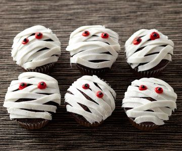 I have made this. Super easy. White frosting, flat tip and red hots for eyes. Works best with chocolate cupcakes. Perfect for Halloween!