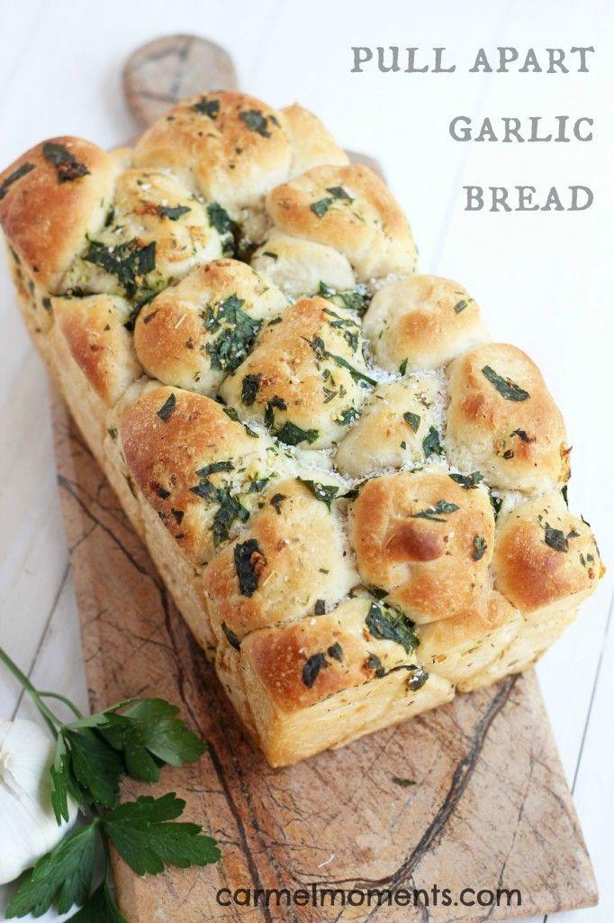 Pull Apart Garlic Bread --Easy and delicious homemade pull apart garlic bread. | carmelmoments.com