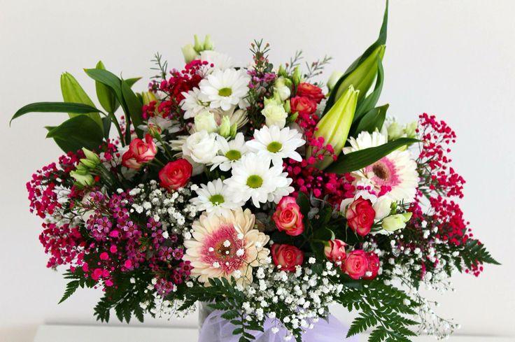 VIERNES!!! lo estábamos deseando todos!! día perfecto para decírselo con flores. #felizcumpleaños #felicidades #regalotornasol #regalo #flores #floresvalencia #asísíregalo #floristería #alaquàs #tornasol #viernes #energía #alegría #amor