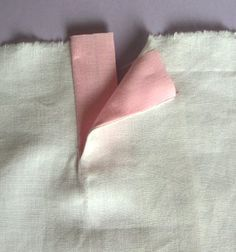 Patte de boutonnage invisible {Pattern for making invisible buttonhole placket}…