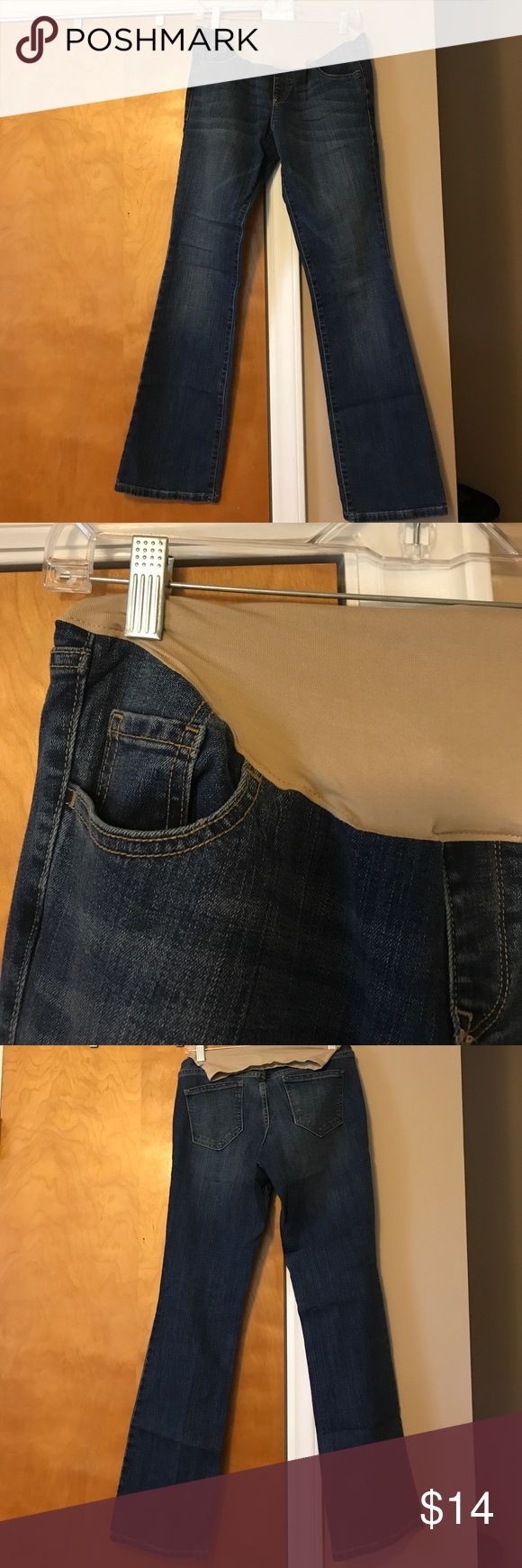 Old Navy Bootcut Maternity Jeans EEUC! Bootleg maternity jeans. Pockets are front and back that are functional. Stretchy over-the-belly waistband Old Navy Jeans Boot Cut