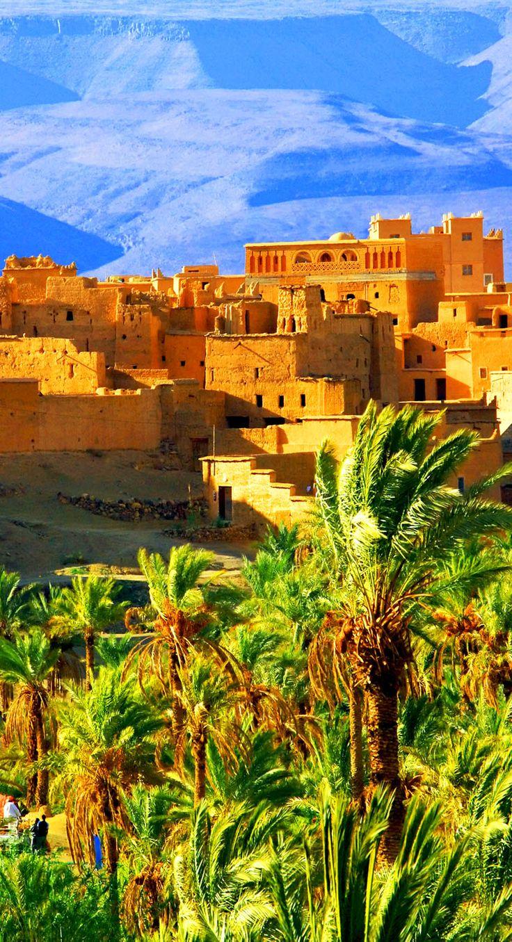 緑・黄色・青の色合いが美しいアトラス山脈の麓、モロッコ。