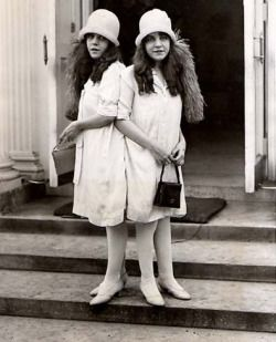 seventh-victim:Siamese twins, Daisy and Violet Hilton about to pay a visit to President Calvin Coolidge in Washington D.C.  October 5th 1926.
